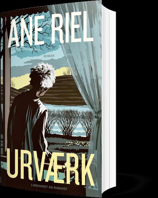 Forside af romanen Urværk. På illustrationen ser man en ældre kvinde, der iført natkjole kigger ud af et vindue med udsigt til marker og nøgne træer